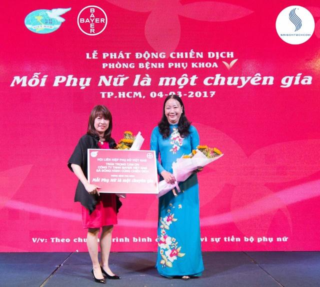 Bayer cam kết nâng cao kiến thức về sức khỏe cho hơn 22,000 phụ nữ Việt nam. Thông qua công tác phối hợp tuyên truyền Hội LHPN, hàng ngàn phụ nữ ghi nhớ các kiến thức nàng Kanex đã mang đến để giúp họ chủ động hơn trong việc chăm sóc bản thân - Hội Nghị hợp tác Trao Kiến Thức cho Phụ Nữ giữa Bayer và Hội Liên Hiệp Phụ Nữ Việt Nam. Ảnh: Saigontechcom.