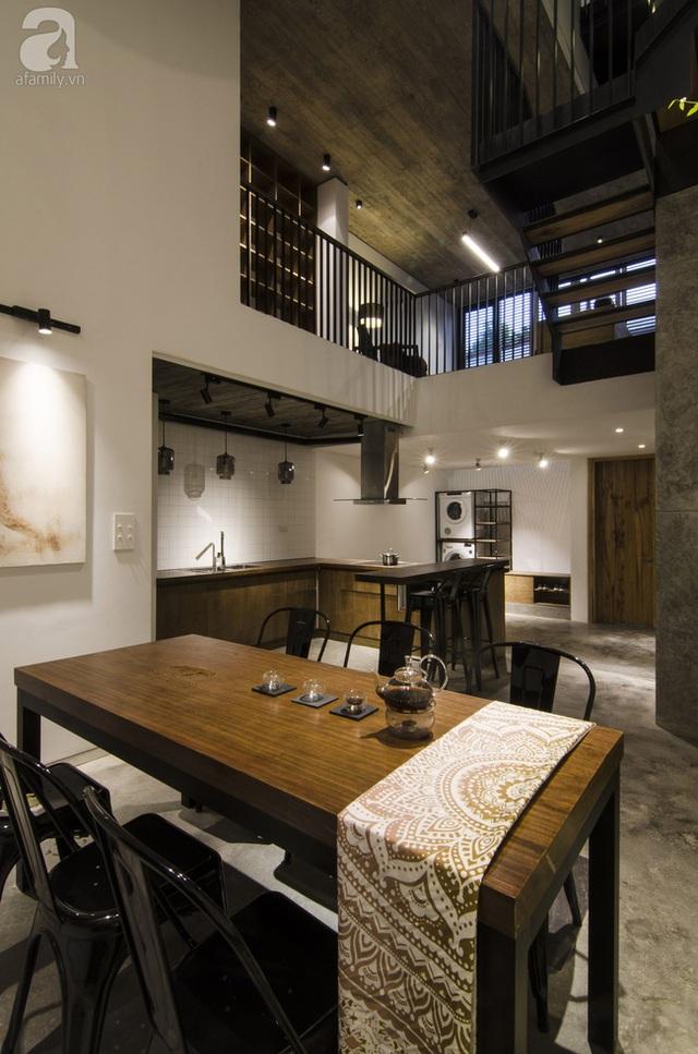 Không gian bếp - ăn hiết kế đơn giản và mộc mạc với chất liệu bê tông - gỗ.