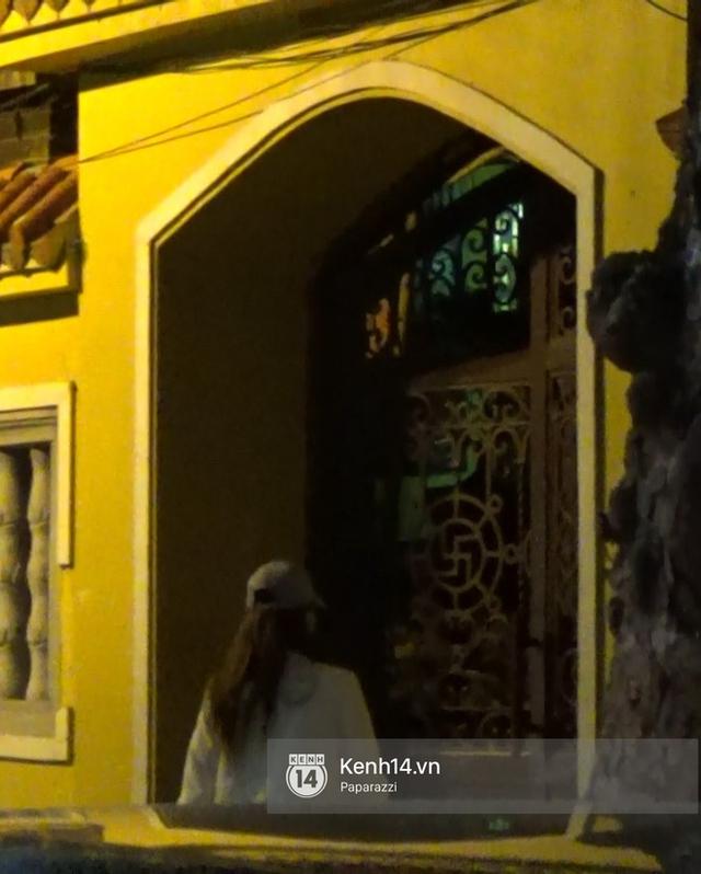 ... xuất hiện tại chùa Quán Sứ vào đêm muộn.