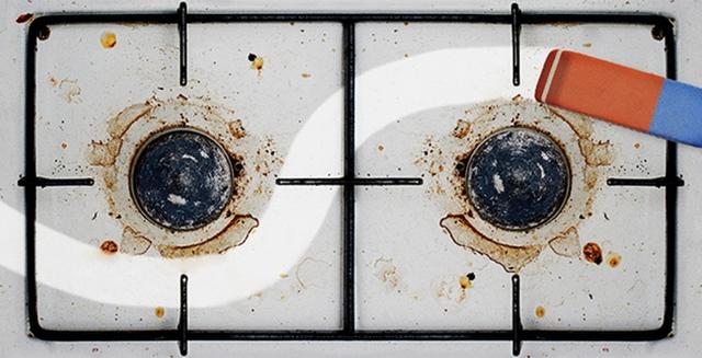 Bạn có thể loại bỏ các vết dầu bám trong lò vi sóng bằng cách sử dụng cục tẩy thông thường để làm sạch lò vi sóng, thường thì những công nhân chuyên làm vệ sinh cũng sẽ sử dụng cách này.