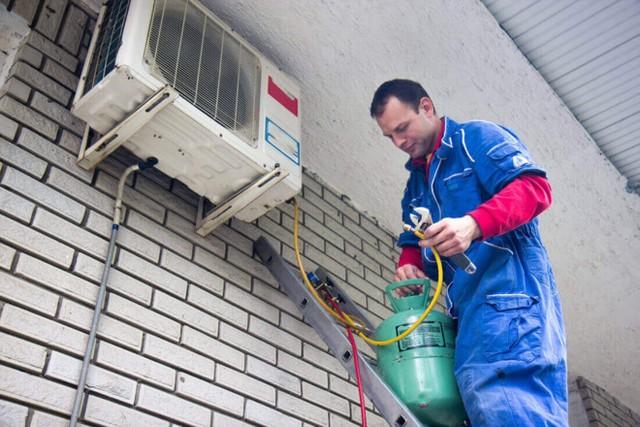 Sau khoảng hơn 1 năm sử dụng thì máy lạnh sẽ cần nạp thêm gas.