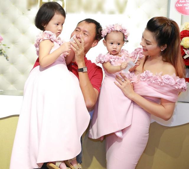 Gia đình hạnh phúc của cựu siêu mẫu. Ảnh: NVCC.