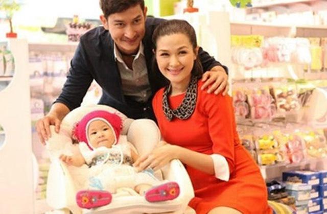 Sau khi chia tay Hoàng Anh lẫn Kim Tuyến, Huy Khánh đã tái hôn và có cuộc sống hạnh phúc bên Mạc Anh Thư.