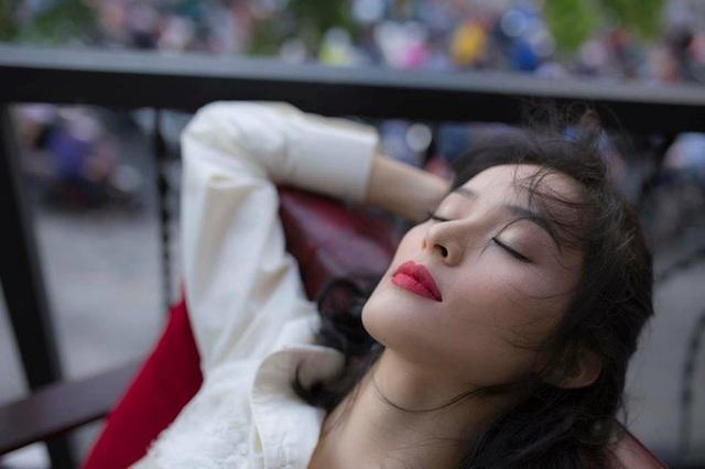 Hạ Vi đã yêu đại gia phố núi không bằng một cảm xúc qua đường để lấy bệ phóng tiên thân showbiz như suy nghĩ mà nhiều người đã gán cho cô.