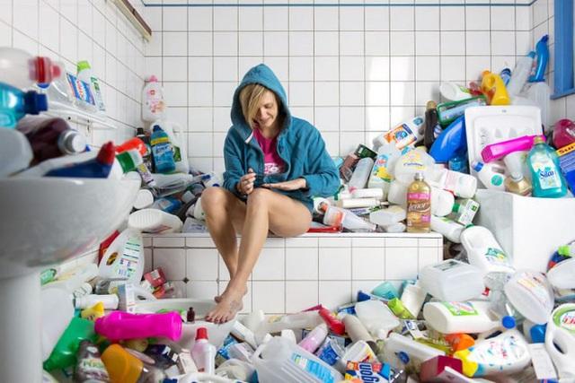 ... các chai nhựa đựng dầu gội, nước tắm hay chất tẩy rửa nhà vệ sinh.