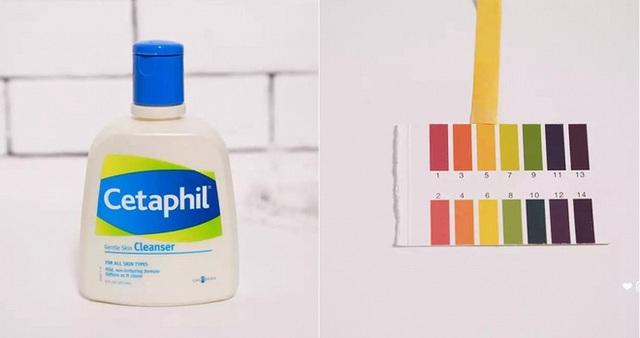 Cetaphil Gentle Skin Cleanser (160.000 VNĐ/ 118ml) có độ pH chuẩn 5 làm sạch da mà không khiến da bị khô, căng bóng. Đây là sản phẩm phổ biến, được rất nhiều các bác sĩ da liễu khuyên dùng cho những làn da nhạy cảm, da dầu, da mụn.