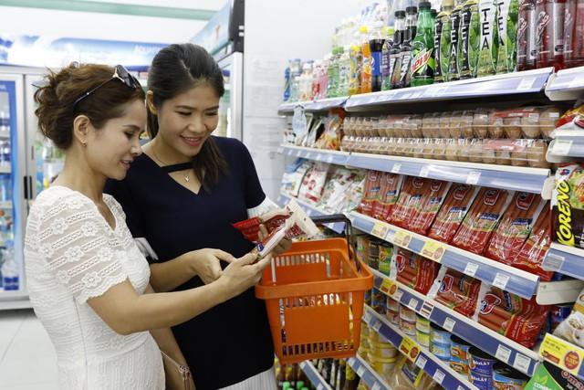 Người tiêu dùng nên tập thói quen đọc hiểu thành phần in trên bao bì sản phẩm để tránh bỏ sót các thông tin quan trọng.