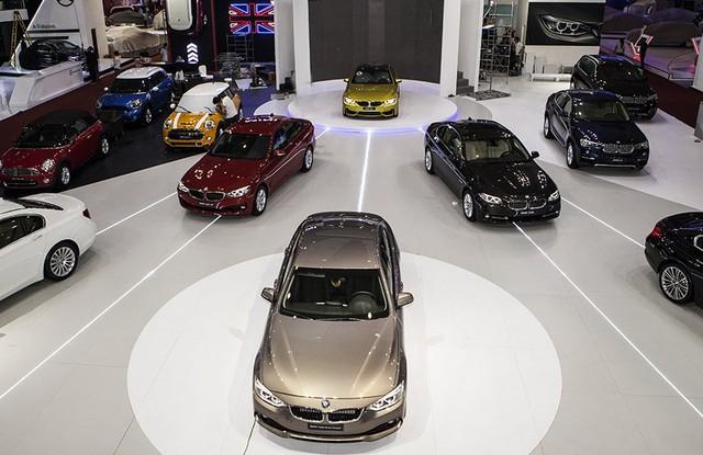 Xe sang mất đà tăng trưởng là do tác động dây chuyền từ việc xe bình dân giảm giá mạnh và khách hàng có ý chờ đợi sang 2018 mới mua xe.