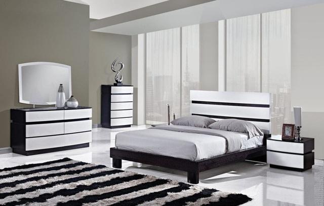 Một phòng ngủ hiện đại được trang trí bằng màu xám là nơi hoàn hảo cho một tấm thảm sọc đen trắng đem lại sự cân bằng với phần còn lại của nội thất.