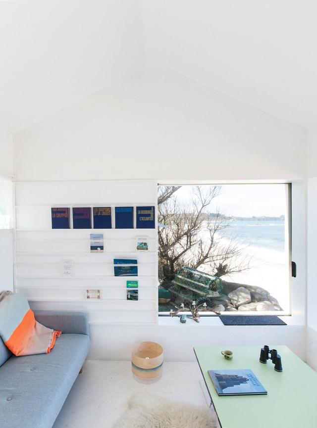Đặc biệt nhất trong nhà là khu ngồi ngắm cảnh có góc view tuyệt đẹp khi nhìn thẳng ra bãi biển.