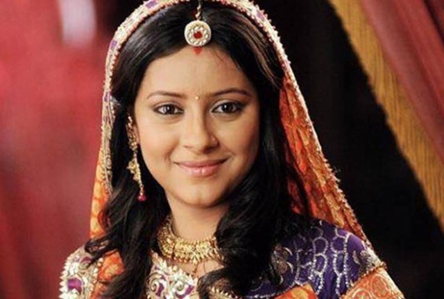 Pratyusha Banerjee (mất ngày 1/4/2016): Nữ diễn viên được xem là một ngôi sao của điện ảnh Ấn Độ đương thời, sau vai diễn trong bộ phim Cô dâu 8 tuổi. Cô treo cổ tự tử tại nhà riêng, ở tuổi 25 sau thời gian gặp khủng hoảng tâm lý cũng như buồn chán trong tình yêu và công việc. Trước đó, cô từng bị một nhóm cảnh sát quấy rối tình dục.