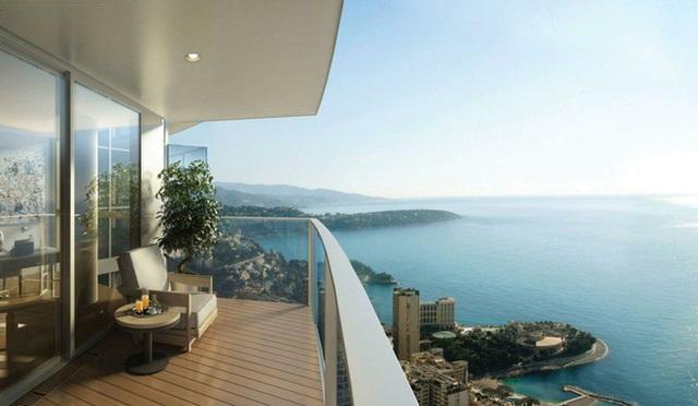 4. Tầm nhìn tuyệt đẹp từ ban công một căn hộ thuộc Tour Odéon - tòa nhà chọc trời ở Monaco. Nơi đây cho phép du khách chiêm ngưỡng làn nước xanh trong vắt của biển Địa Trung Hải.