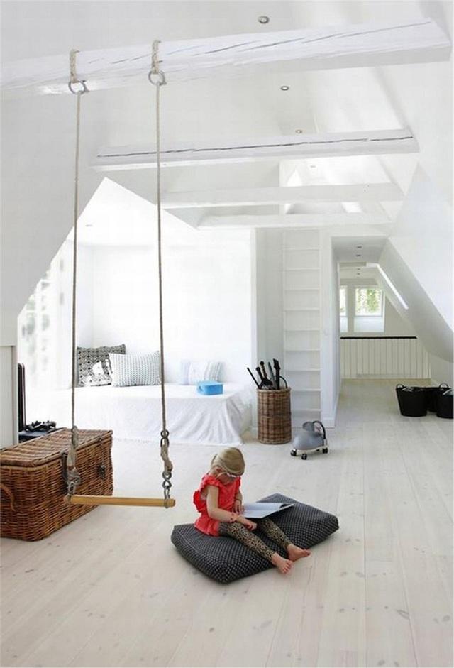 Với một chiếc dây thừng chắc chắn và đủ dài buộc trên thanh gỗ bền là bạn đã cơ bản hoàn thành một chiếc swing cho con mình rồi.