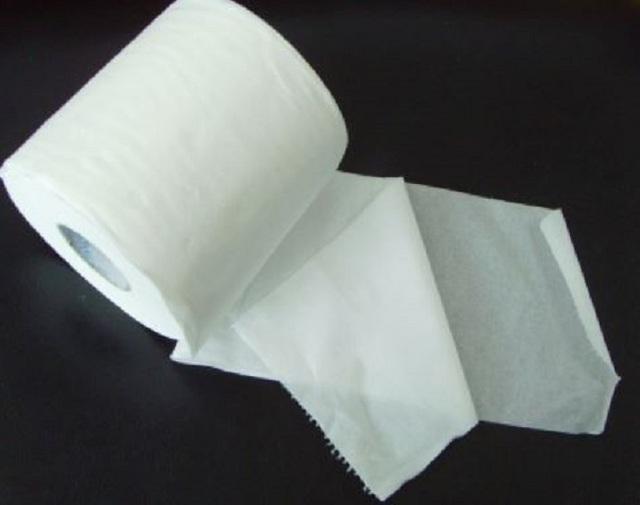Giờ đây, giấy vệ sinh lại là thứ quá phổ biến và có thể mua được ở bất cứ tiệm tạp hóa, siêu thị nào.