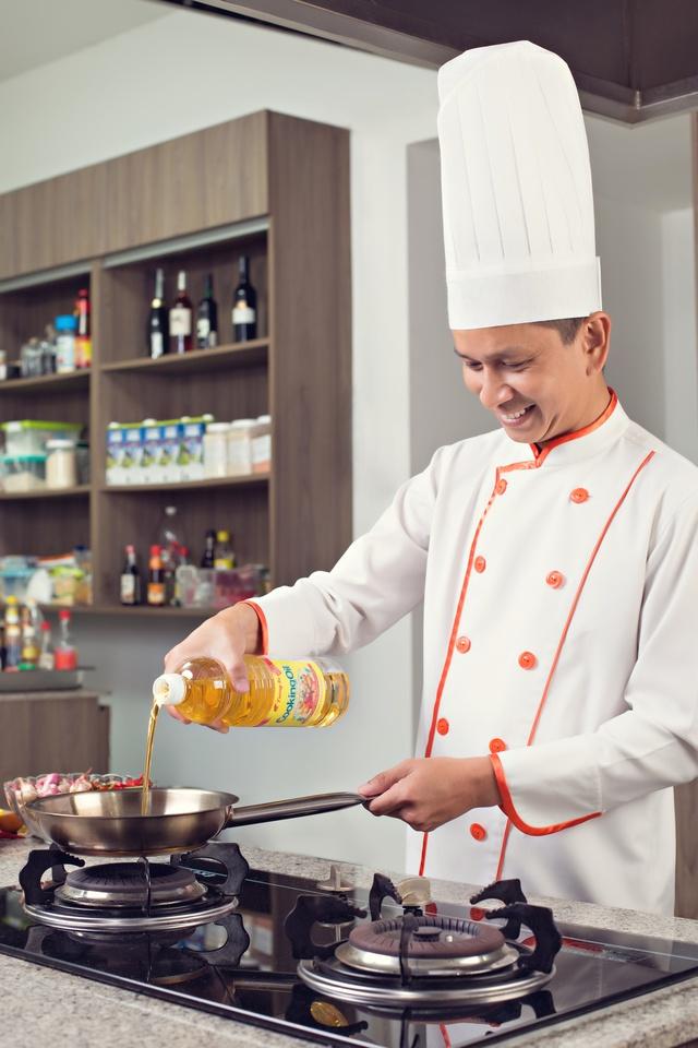 Dầu ăn là yếu tố quan trọng nhất quyết định độ giòn ngon của những món chiên làm nên tên tuổi Chef Alain Nguyễn