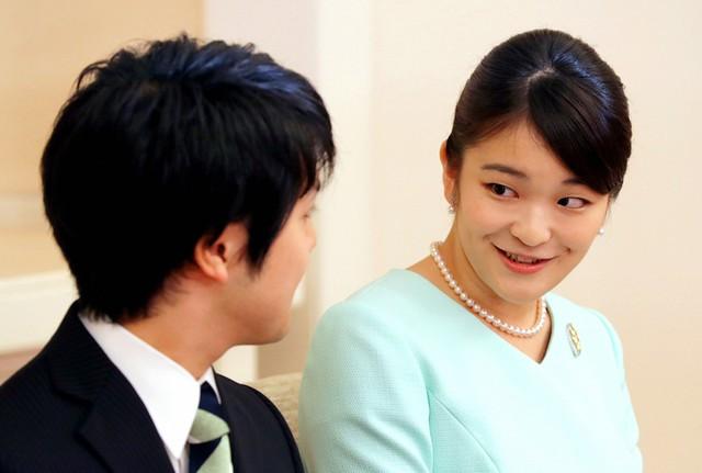 Kei Komuro cho biết anh cảm thấy biết ơn và hạnh phúc khi được hoàng gia Nhật Bản chấp thuận cuộc hôn nhân. Anh sẽ cố gắng vun đắp một gia đình hạnh phúc, bình yên cùng Công chúa Mako. Ảnh: Reuters.