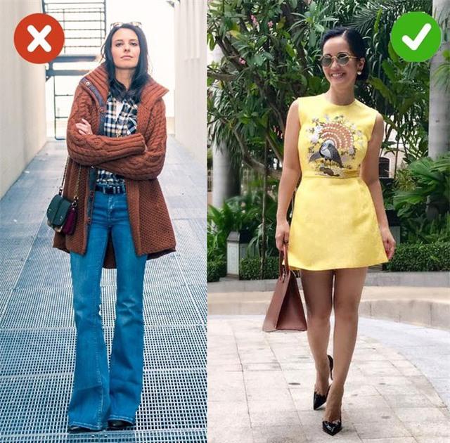 Hồng Nhung lựa chọn váy áo trẻ trung, thanh lịch và tinh tế. Cô rất ít khi mặc những bộ trang phục mang phong cách cổ điển hay trang phục dành cho lứa tuổi trung niên