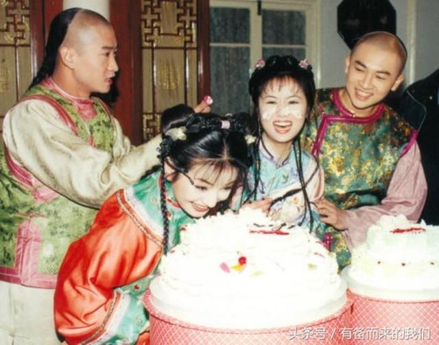 Thân mật trong tấm ảnh hậu trường nhưng Châu Kiệt khẳng định không thân Tô Hữu Bằng, khó chịu với sự giả tạo của Lâm Tâm Như.