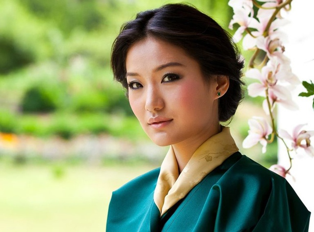 Nét đằm thắm, xinh như bông hoa mộc lan của hoàng hậu Bhutan khiến đức vua say đắm.