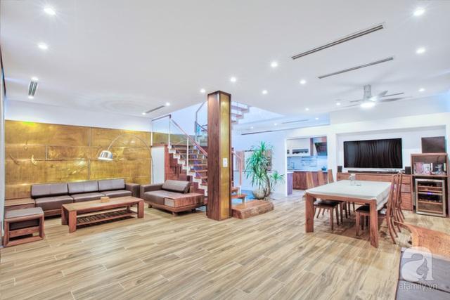 Tầng 1 là không gian của phòng khách - bếp - ăn.