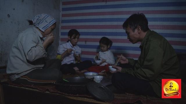 Bữa cơm lúc hiếm hoi gia đình quây quần bên nhau