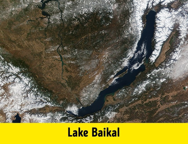 Hồ Baikal, thuộc địa phận nước Nga được mệnh danh là hồ nước lớn nhất thế giới.