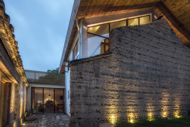 Toàn bộ khung nhà bằng gỗ và các bức tường gạch cổ đã được các kiến trúc sư chủ động giữ lại.