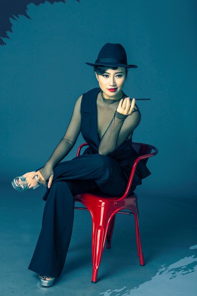 Khánh Linh cho biết chị không ẩn dật vì vẫn đi hát và sống bằng âm nhạc.