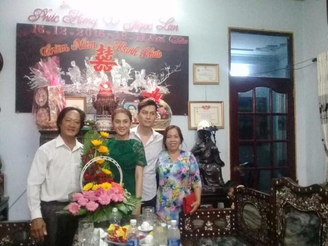 Gia đình hai bên gặp gỡ trong lễ dạm ngõ của Lâm Khánh Chi.