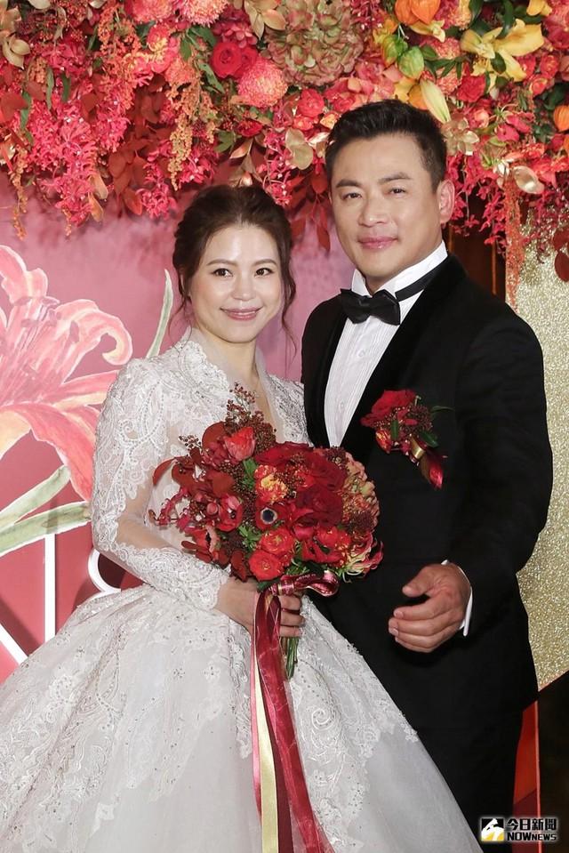 Ở tuổi 47 mới kết hôn, Giang Hoành Ân thừa nhận anh lmong sớm có con đầu lòng. Vợ tôi cũng đã 41 tuổi, chúng tôi đều hiểu đây là lúc quan trọng để có con, anh chia sẻ. Sau kết hôn, nam diễn viên vẫn tham gia đóng phim.