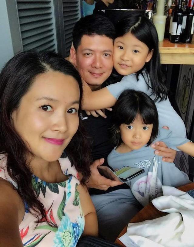 Anh Thơ khéo léo chia sẻ hình ảnh gia đình hạnh phúc, khiến mọi người thấy Bình Minh long lanh hơn.