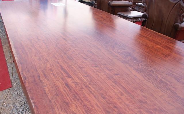 Được biết chiếc sập gỗ này có giá vào khoảng 3 tỷ VNĐ