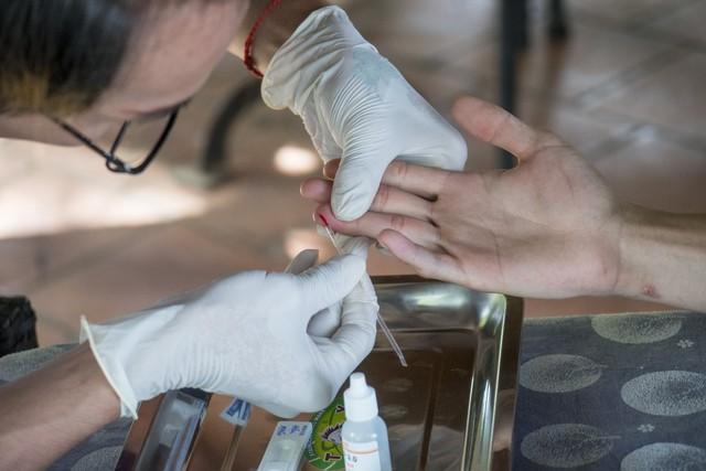 Xét nghiệm HIV không chuyên được xem là một trong những dịch vụ dự phòng hoạt động hiệu quả trong thời gian qua của Dự án VUSTA. Ảnh: VUSTA.