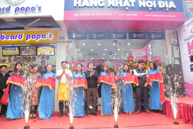 Nhiều chương trình khuyến mãi được triển khai mạnh trên toàn bộ hệ thống chuỗi 10 siêu thị nhân dịp ra mắt thương hiệu Sakuko Việt Nam và khai trương siêu thị thứ 10