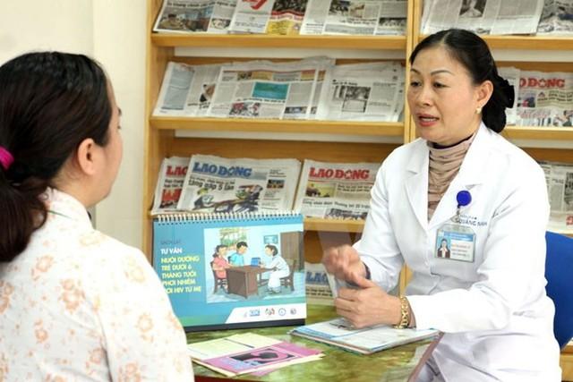 Gỡ bỏ các rào cản trong tiếp cận dịch vụ phòng chống HIV/AIDS. Ảnh: Vietnam Plus.