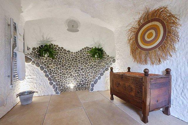 Căn nhà là thiết kế mang sự kết hợp hoàn hảo giữa phong cách tiền sử mà vô cùng hiện đại.