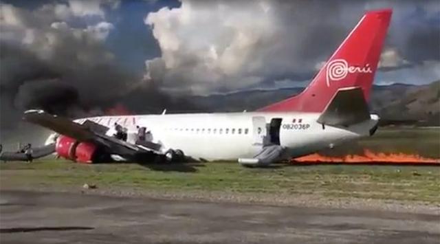 Lửa khói bốc cao từ nơi máy bay bị cháy - Ảnh chụp từ clip