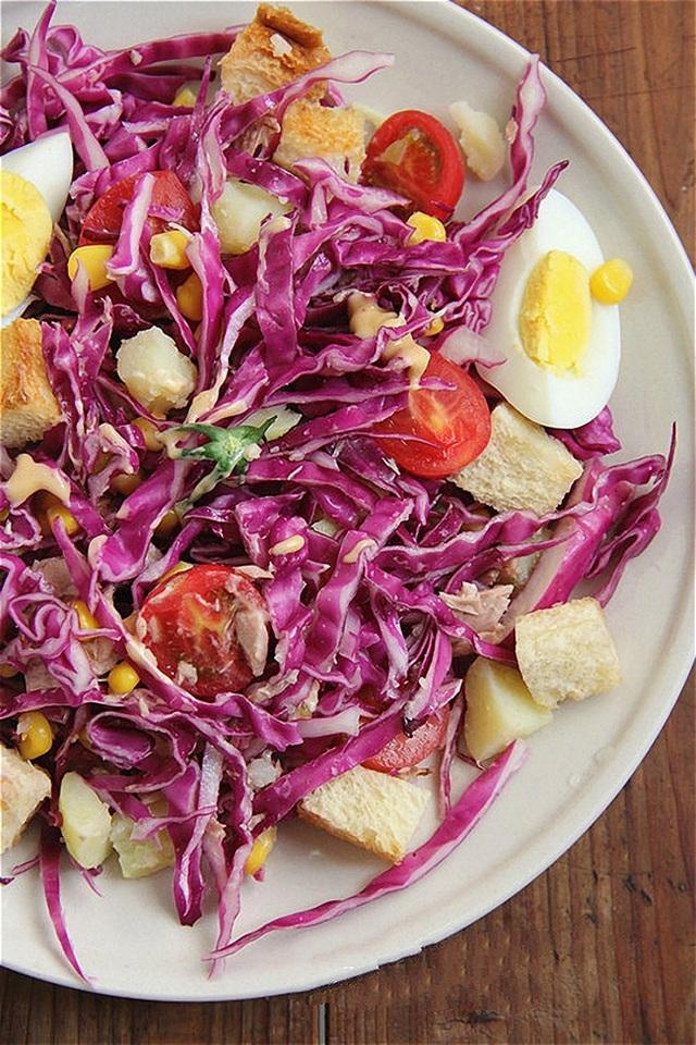 Chúc các bạn thành công với cách làm salad bắp cải tím này nhé!