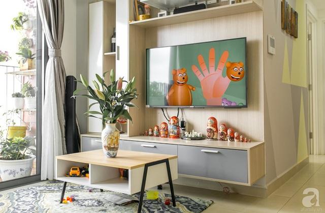 Những vật dụng trang trí nhỏ xinh tạo vẻ đẹp rất riêng cho phòng khách. (Ảnh Hữu Dương)