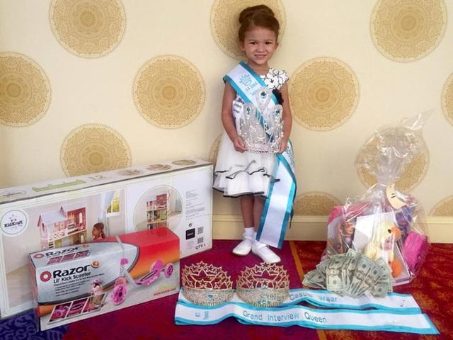 Gabriella và bộ sưu tập vương miện, giải thưởng trong nhiều năm của mình.