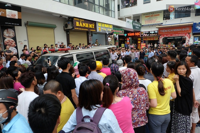 Rất đông người dân trong khu vực có mặt tại hiện trường