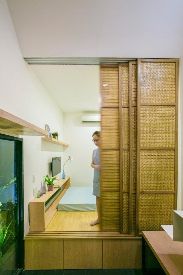 Tầng hai của căn nhà là không gian phòng ngủ chính và công trình phụ lớn.