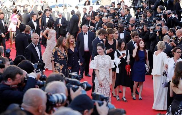 LHP Cannes 2017 là lần thứ hai liên tiếp Lý Nhã Kỳ tham gia với tư cách bảo trợ cá nhân cho tổ chức Cinéfondation (hạng mục tìm kiếm, hỗ trợ và phát triển các nhân tố mới).