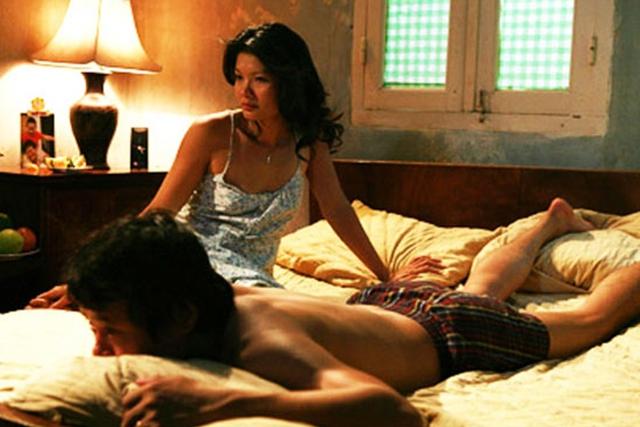 Một trong những cảnh nóng nổi tiếng của diễn viên Kiều Trinh.