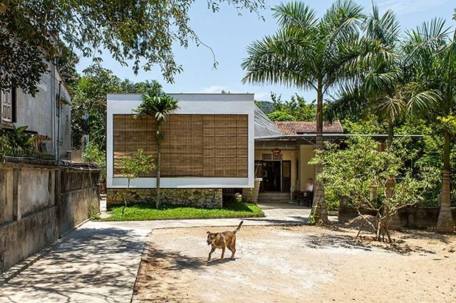 Kiến trúc sư đã tính toán kĩ lưỡng để sau khi hoàn thành, ngôi nhà có thể vững vàng kể cả khi nước lũ dâng lên đến 1,5m.