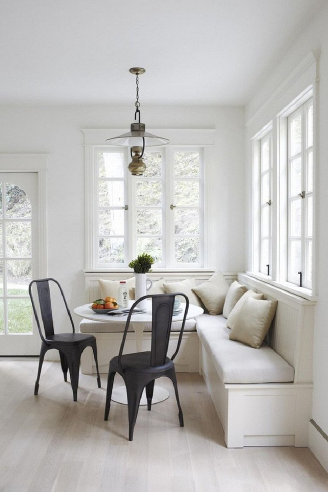 Những góc nhỏ bên cạnh cửa sổ mang đến bạn những giây phút thưởng thức bữa sáng bên những tia nắng đầu tiên của ngày mới.