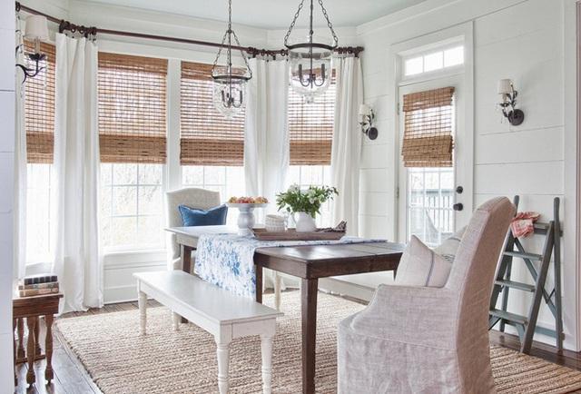 Bạn càng giữ được không gian tối giản, thì sẽ cảm thấy thoải mái và thanh lịch hơn. Khi chọn tấm thảm, hãy chọn sắc màu trung tính như màu be – sẽ không đảo ngược cảm giác thoải mái trong phòng.