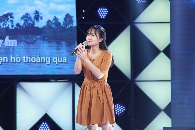 Nguyễn Thị Trang là người đầu tiên phải chia tay chương trình vì không có màn thể hiện tốt.