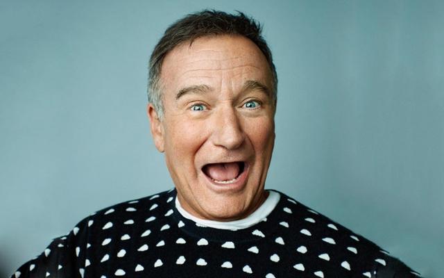 Robin Williams (mất ngày 7/11/2014): Diễn viên hài huyền thoại của điện ảnh Mỹ đã treo cổ tự tử trong phòng ngủ tại nhà riêng. Người vợ thứ ba của Robin Williams cho rằng chứng trầm cảm và dấu hiệu bệnh Parkinson có thể là nguyên nhân khiến chồng tự tử. Trước đó, Williams từng phải chống chọi với chứng nghiện rượu và lạm dụng ma túy mỗi khi gặp căng thẳng trong công việc.