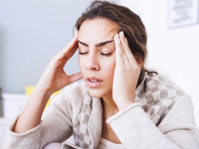 Ăn ít có thể kích hoạt những cơn đau đầu suốt ngày đêm. Ảnh: Shutterstock.
